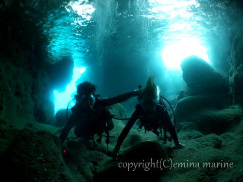 ツインホール(青の洞窟)