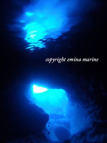 スネークホールの水面に映る光