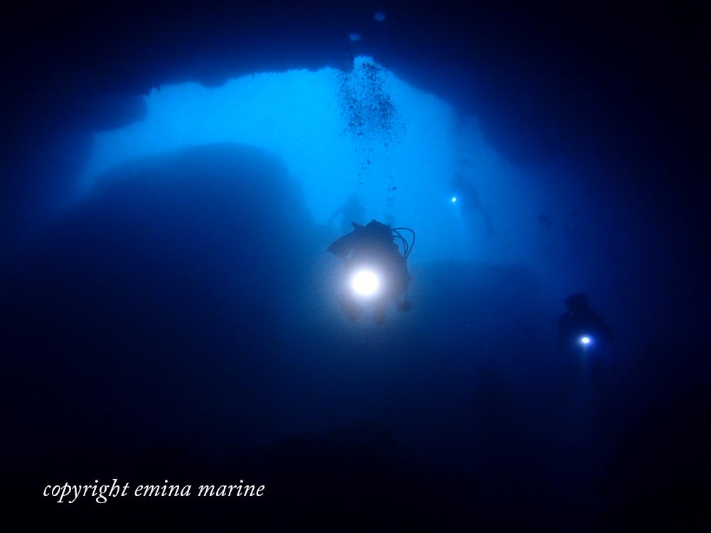 地形×ダイバー×水中ライト