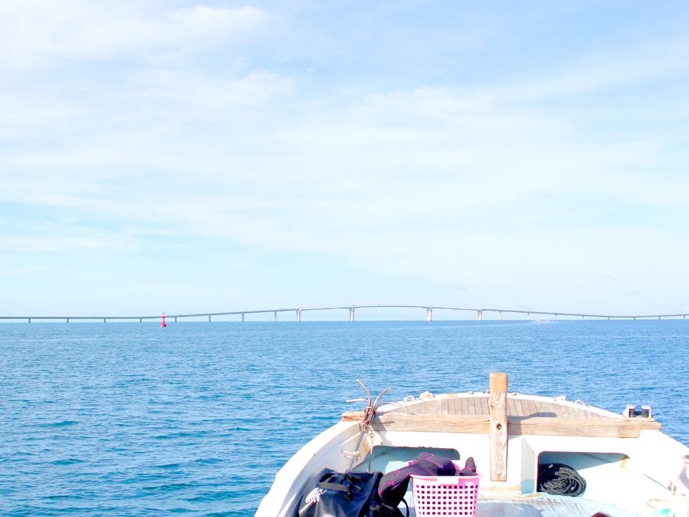 ダイビングポイントへ向けて出航中